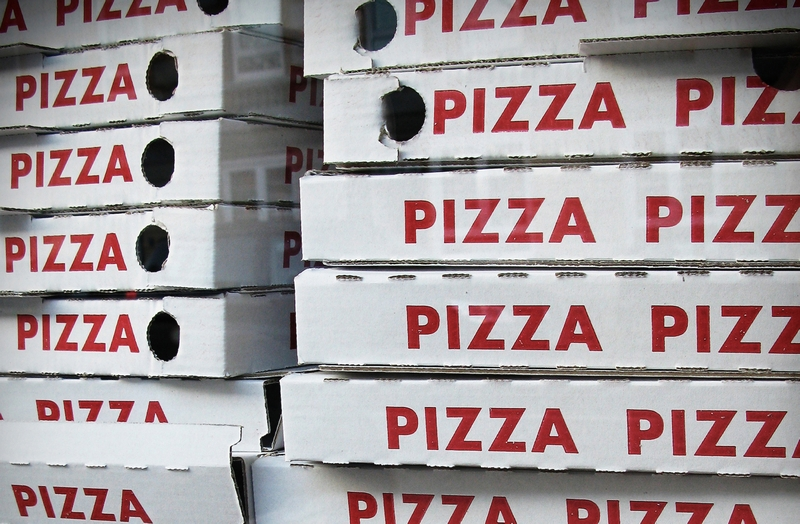 Pizzakartons aufgestapelt