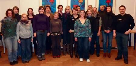 Vivien Hinz (vorderste Reihe) koordiniert seit November die Berliner Gruppe. Begleitend studiert sie Sozialmanagement. (Foto: Wolf Dermann).