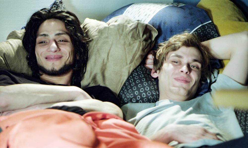 Burak YIgit und Wolfram Schorlemmer im Bett