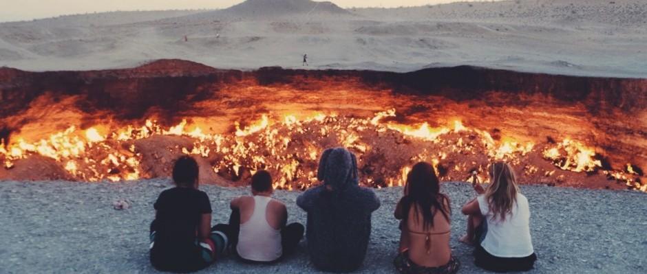 """Die """"Gates of Hell"""" in Turkmenistan sind ein Erdgaskrater, der seit 1971 brennt. © Dominik Fleischmann"""