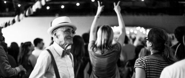 Diese Party kennt kein Alter, jeder ist willkommen. © Manolo Ty