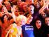 Von links: Tom mit Mütze und Bart, klatschend, Stargäste DJane Annie O. mit blonder Lockenmähne und DJ Alle Farben im blauen T-Shirt. Rechts daneben: Marta mit Plüschpferd © Manolo Ty