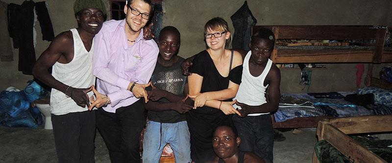 Von links: Benjamin, Dennis, Caristo, Laura, Solomon und Amon (unten). - Quelle: Uplifting Unlimited