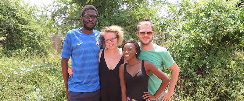 Alle vier Gründer zusammen: v.l. George Mwalusaka, Laura Roig Senge, Ailedi Zulu und Dennis Wolter