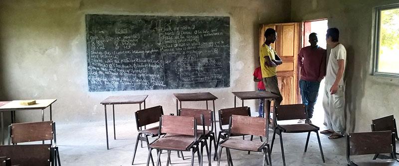 Eine Aufnahme des Klassenzimmers der Schule, die die Jungs jetzt besuchen.