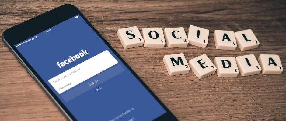 Laut Statista gingen 2012  mehr Menschen mobil als stationär ins Internet, allein die Hälfte der Facebook-Nutzer nutzt die mobile App - Foto: Pixabay